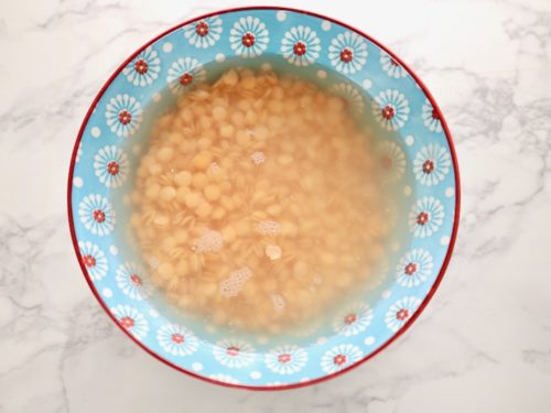 レンズ豆を浸す画像