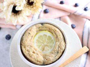 【低糖質・グルテンフリー】ココナッツ粉のブルーベリーレモン マグケーキ