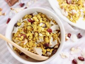 【ホルモンを整える!】ターメリック味のココナッツ グラノーラ (グルテンフリー )