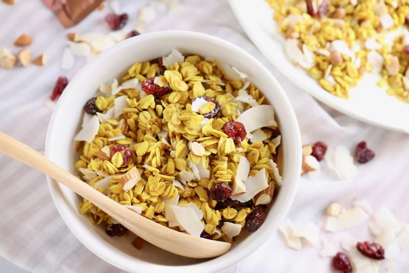 ターメリック味のココナッツグラノーラ グルテンフリー