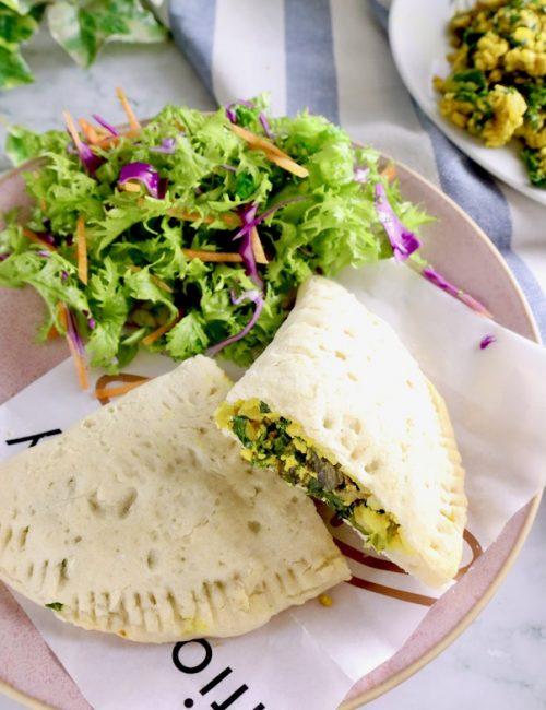 ターメリック味のケールと豆腐スクランブルのカルツォーネの画像